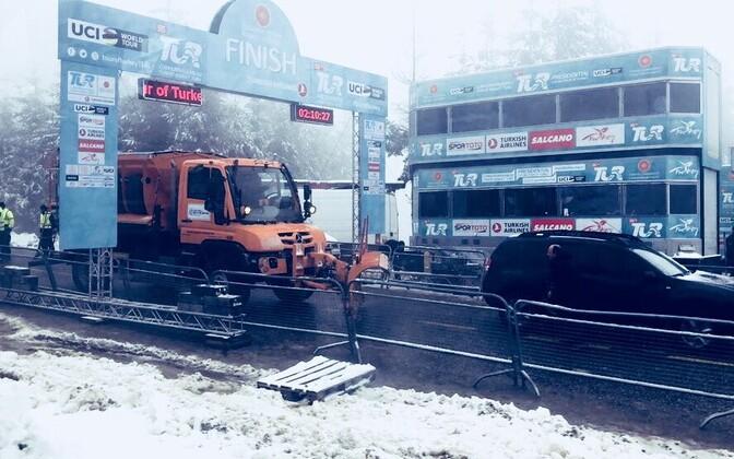 Türgi velotuuri etappi lühendati finišilinnas sadama hakanud lume tõttu