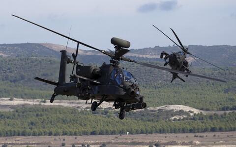 Вертолеты AH-64 Apache.