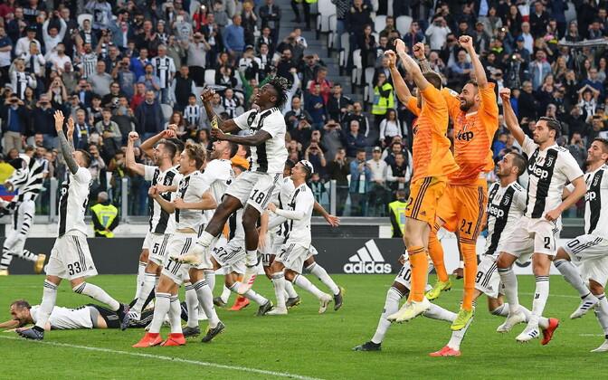 Torino Juventuse mängijad tiitlivõidu järel