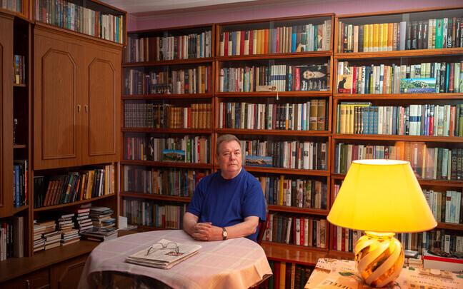 Артур Лааст – опытный редактор и переводчик, сотрудничавший с разными издательствами и периодическими изданиями, например: «Ээсти раамат», «Валгус», «Эстонская энциклопедия»; журналами «Лооминг», «Радуга», «Вышгород» и «Дружба народов».