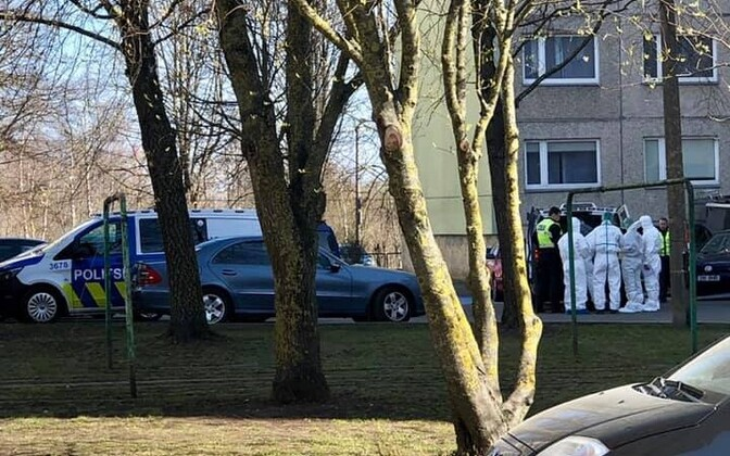 Полиция на месте поножовщины в Ласнамяэ.