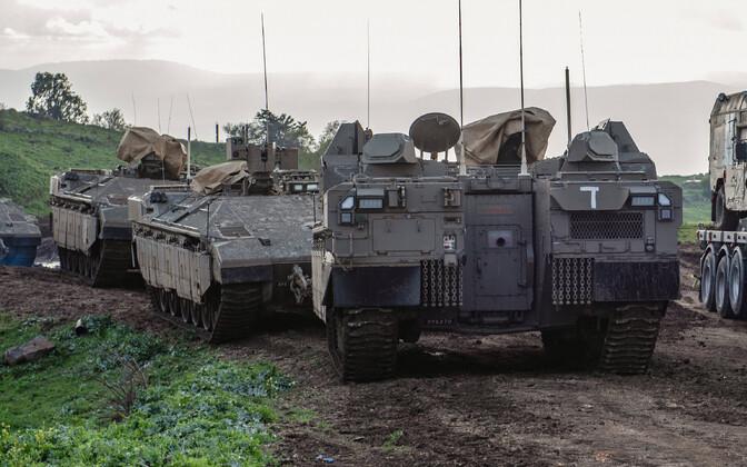Iisraeli tankid Golani kõrgendikel.
