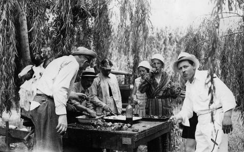 Argentina eestlased aastal 1935 asadot söömas.