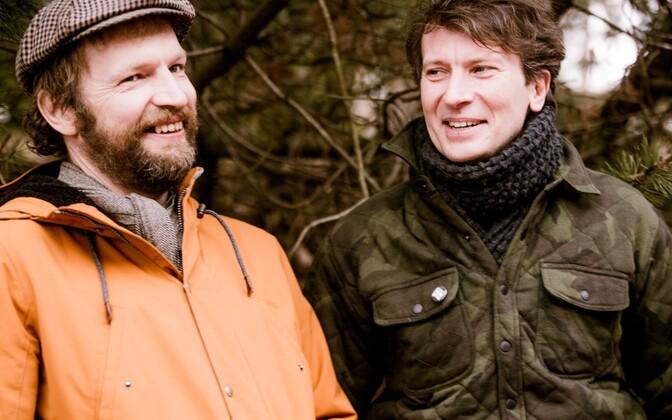 Taago Tubin koos kunstnik Kaspar Jancisega