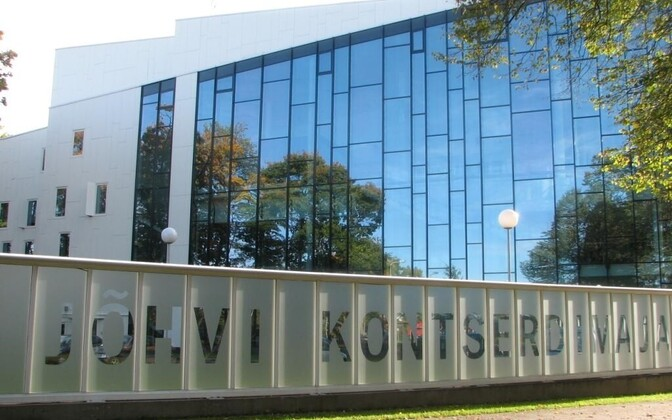 Строительство в окрестностях Йыхвиского концертного дома продления променада и музыкальной площадки застопорилось.