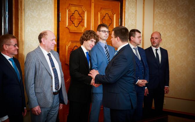 Uue valitsuse ministrid Kadriorus: Paremalt kolmas Marti Kuusik