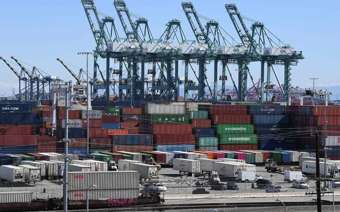 Kaubakonteinerid Long Beachi sadamas USA-s.