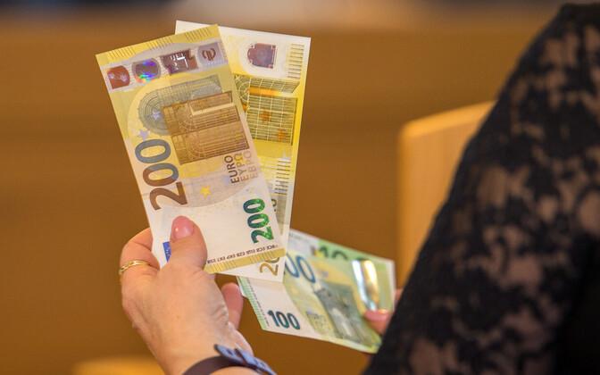 Презентация евробанкнот нового образца в Банке Эстонии.
