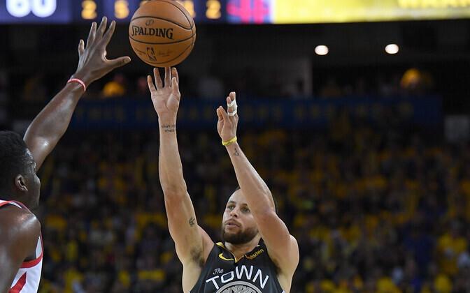 Stephen Curryl teibiti vigastuse järel vasaku käe kaks sõrme kokku.