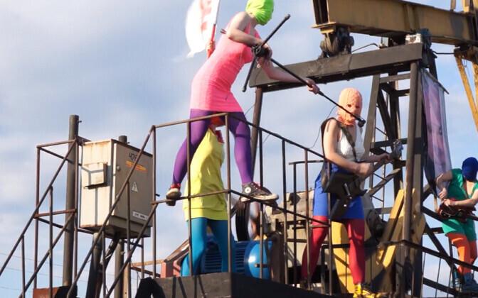 Pussy Riot bändi liikmed naftaplatvormil