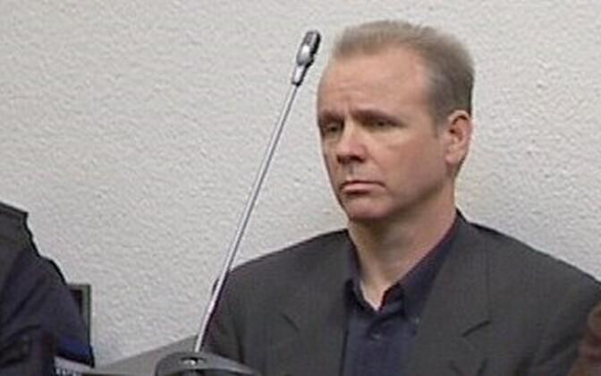 Ассар Паулус в зале суда.