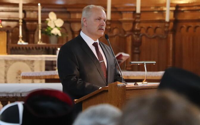 Vello Salo ärasaatmine Kaarli kirikust, kõne pidas riigikogu esimees Henn Põlluaas