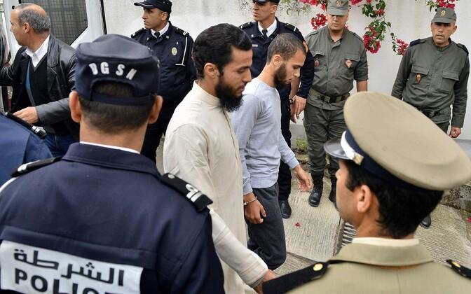 Kohtualused saabumas Sale kohtumajja Marokos.