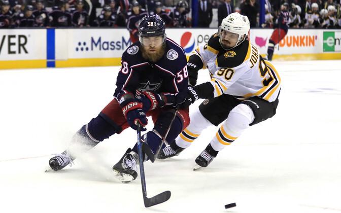 Boston Bruinsi ja Columbus Blue Jacketsi mängijad