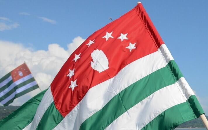 Флаг непризнанной Абхазии.