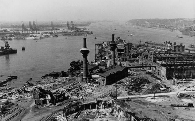 Hamburgi sadam pärast liitlaste pommitamist.