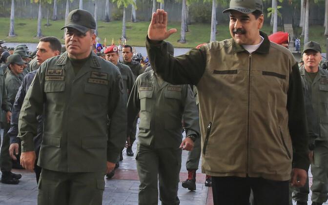 President Nicolas Maduro (paremal) ja tema kaitseminister Vladimir Padrino Lopez.