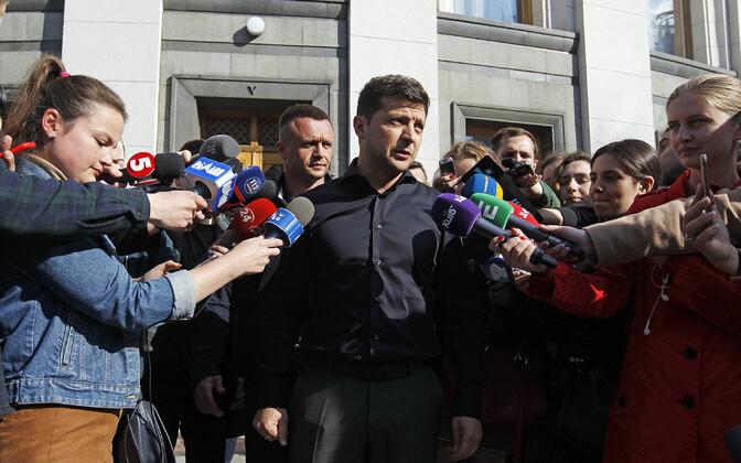 Volodõmõr Zelenski kohtus Kiievis parlamendisaadikutega.