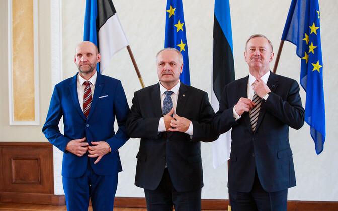 5. aprillil, kui valiti riigikogu uus juhatus, olid valges saalis EL-i lipud veel Eesti lippude kõrval.