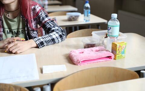 На экзамене.