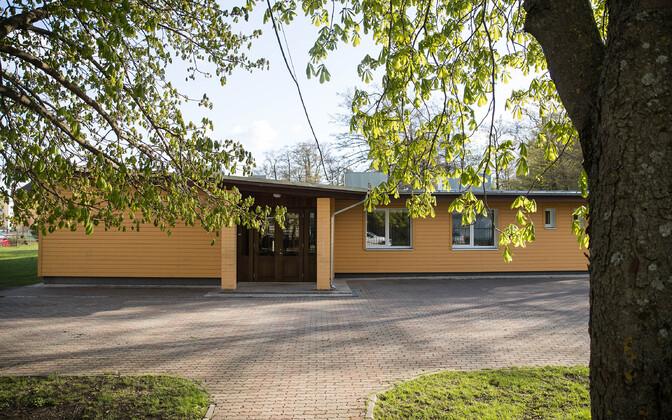 Kopli kunstigümnaasiumi väiksem hoone, kuhu on kavandatud demokraatliku kooli ruumid.