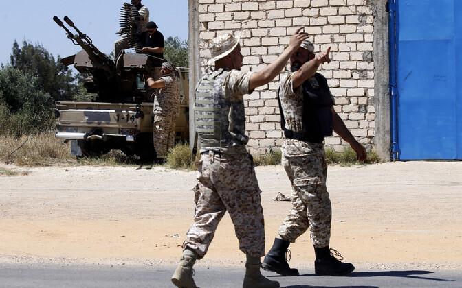 Liibüa sõjapealikui Haidari üksustega sõdivate valitsusvägede sõdurid.