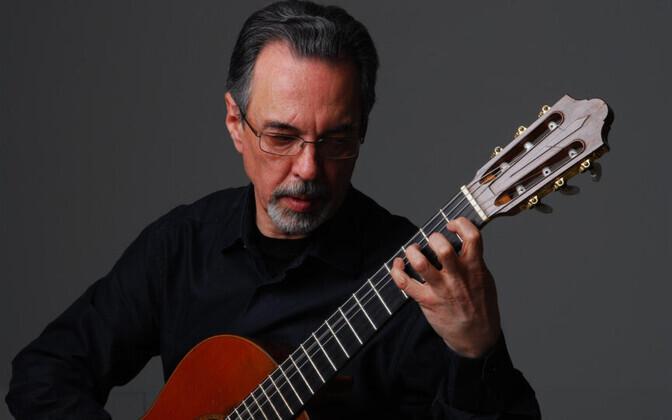 Prof. Eduardo Fernandes.