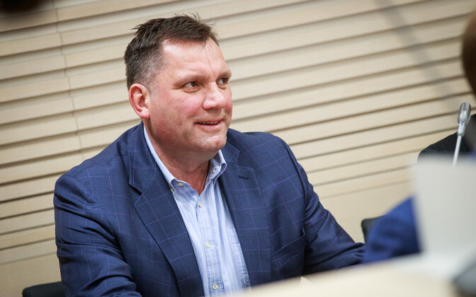Allan Kiil is still on trial, accused of large-scale bribe-taking. However, his former employer, the Port of Tallinn, must compensate him for a clause in his contract on prohibition of competition.