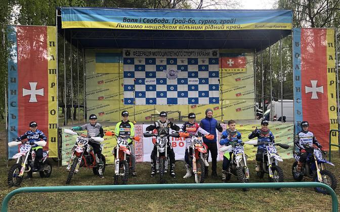 Eesti sõitjad Ukrainas (vasakult): Sander Pihlakas, Mark Peterson, Joosep Pärn, Richard Paat, Romeo Pikand, Jan-Marten Paju, Gregor Kuusk, Kaspar Uibu.