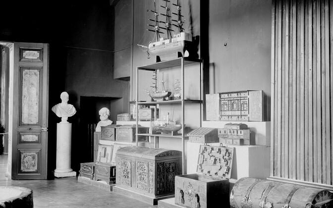 Raadi lossi kuppelsaali interjöör baltisaksa esemetega aastal 1936.