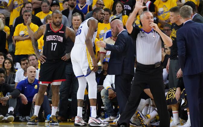 Kevin Durant lahkus väljakult longates ja enam mängu ei naasnud.