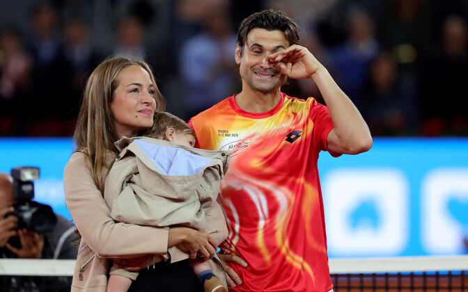 David Ferrer enda hüvastijätutseremoonial koos abikaasa Marta ja poja Leoga.