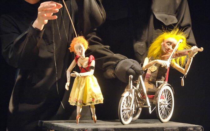 Rezo Gabriadze nukulavastuse läbimäng teatri