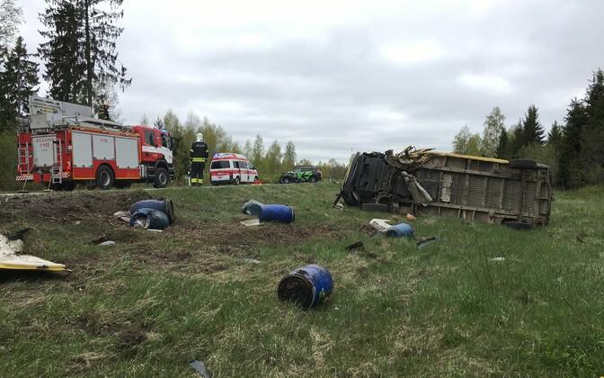 Foto tänavu kevadel Järvamaal juhtunud liiklusõnnetusest, kus hukkus noor naine