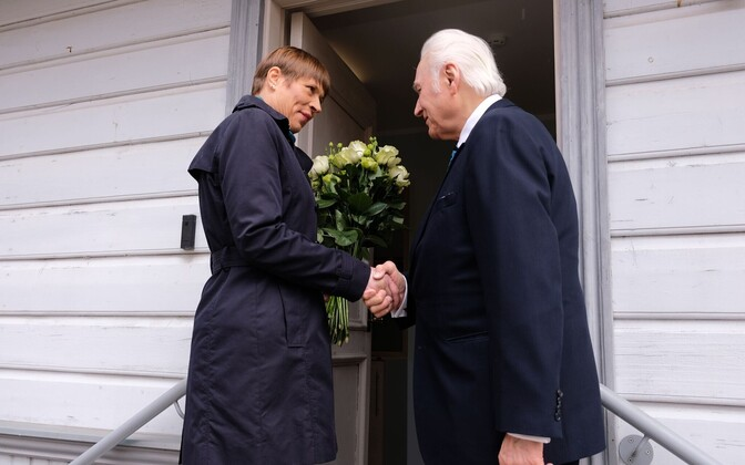 Arnold Rüütel congratulated by Kersti Kaljulaid on the occasion of his 91st birthday, Friday.