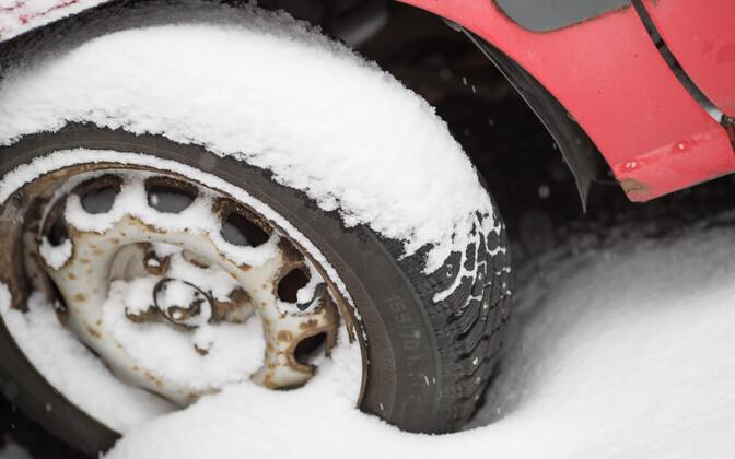 Зимняя погода в Эстонии крайне переменчива и не все разрешенные в настоящее время шины M + S могут использоваться для движения.