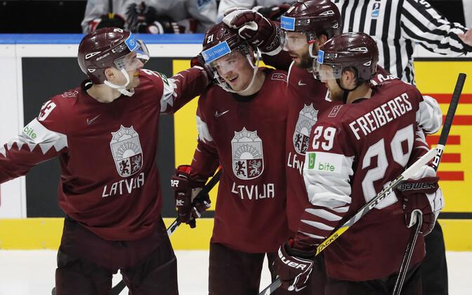 Läti koondislased tähistamas