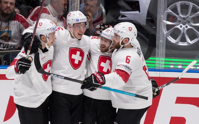 Šveitsi jäähokikoondislased rõõmustamas.