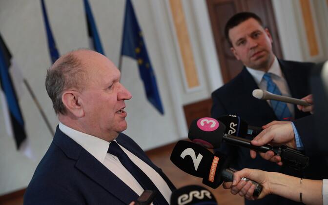 Mart Helme (EKRE) with Prime Minister Jüri Ratas (Centre) Monday.