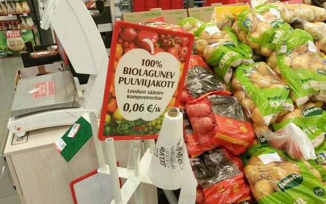 Жители Эстонии продолжают оставаться приверженцами пластиковых пакетов и готовы их покупать.