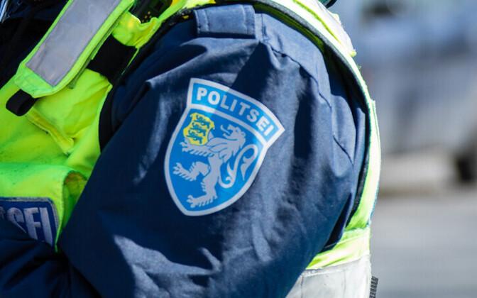Работники полиции получили телесные повреждения.