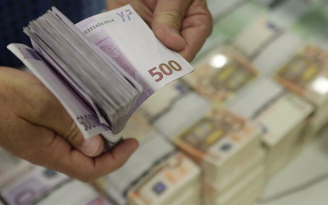 Реформисты готовят законопроект о не облагаемом налогом минимуме в размере 500 евро для всех.