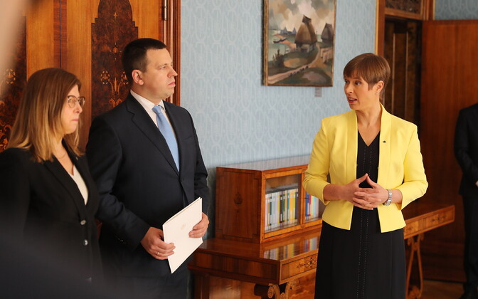 Minister of Foreign Trade and IT Kert Kingo (EKRE) and Prime Minister Jüri Ratas (Centre) with President Kersti Kaljulaid.