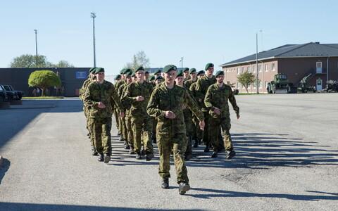 Военнослужащие НАТО в Тапа.