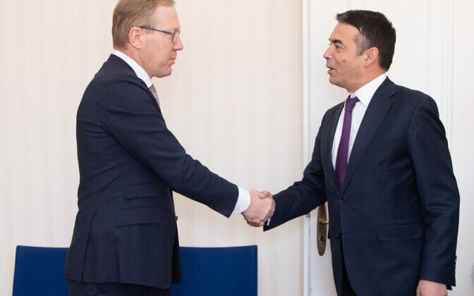 Марко Михкельсон (слева) и министр иностранных дел Северной Македонии Николай Димитров.