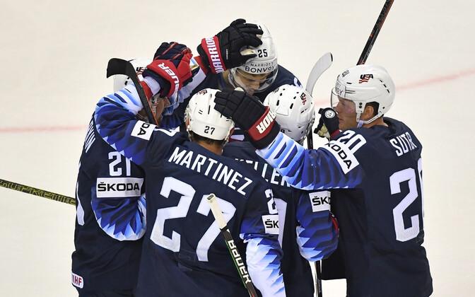 USA jäähokikoondislased rõõmustamas.