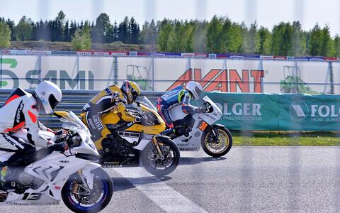 Superbike stardrivi. Hannes Soomer tagaplaanil (nr 38)