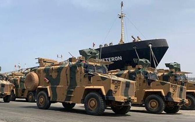 Facebookis jagatud foto soomukitest Tripoli sadamas.