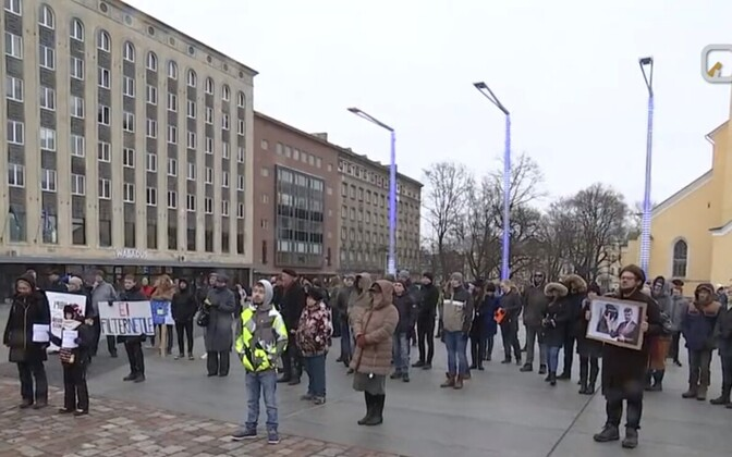 Veebiaktivistide protest Tallinnas Vabaduse väljakul.