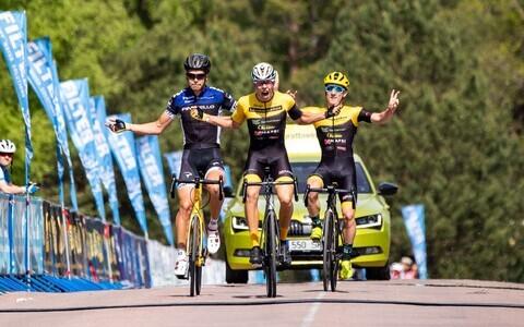 Cycling Tartu ratturid Markus Pajur, Norman Vahtra ja Siim Kiskonen võtsid Elvas kolmikvõidu.